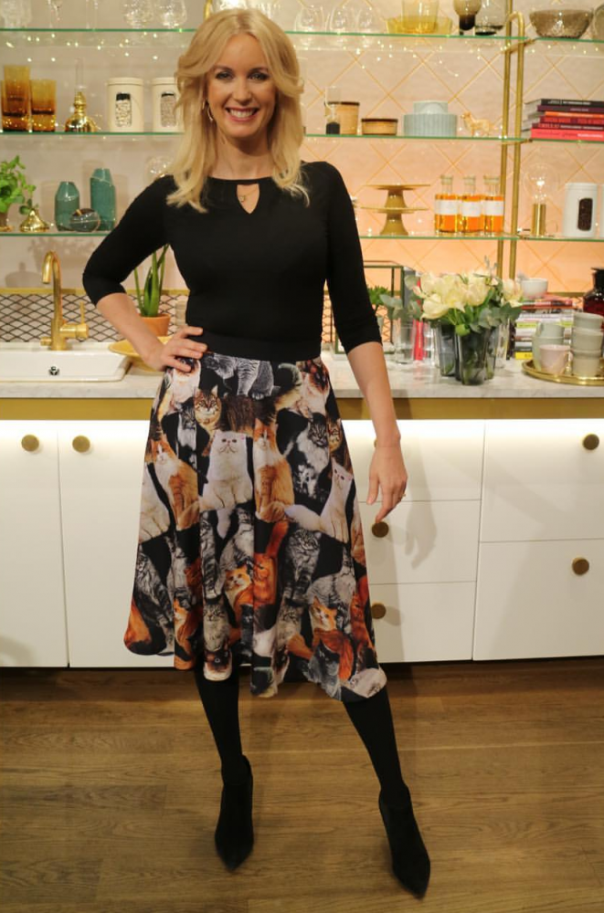 Jenny Strömstedt dressed in Camilla Thulin Design at TV4 morning news. Styled by Siroun Forsberg.